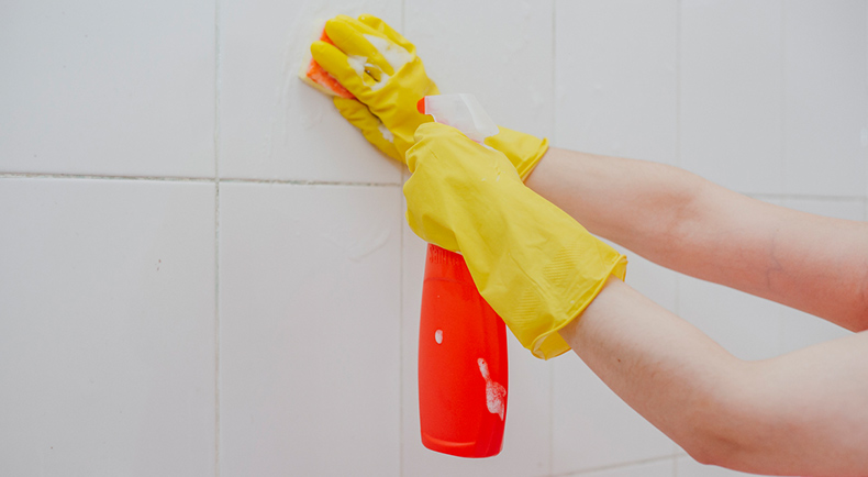 cleaning-shower-tiles